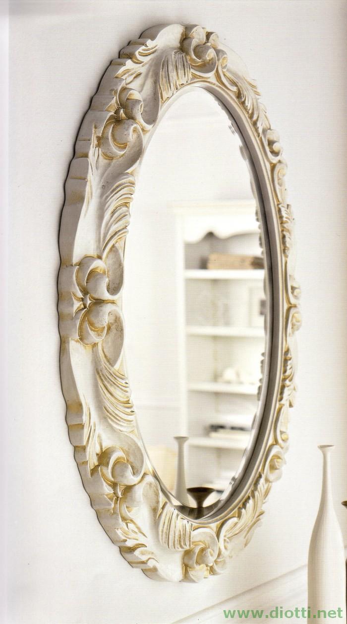 La specchiera ellittica 6173 in finitura laccata bianco ed oro, di misura cm. 67x87
