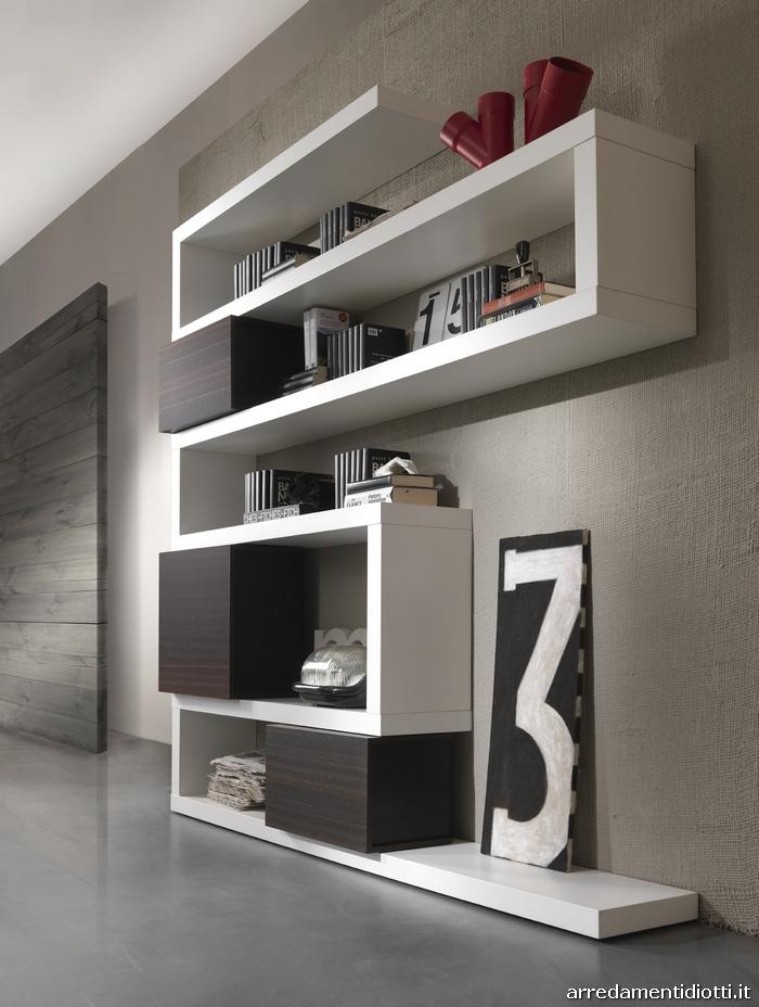 Libreria in legno con contenitori componibile side system for Libreria cubi componibile