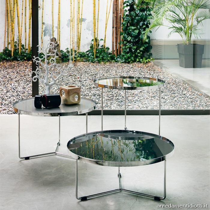 Tavolini dalla forma rotonda realizzati in diverse altezze e disponibili nei ...