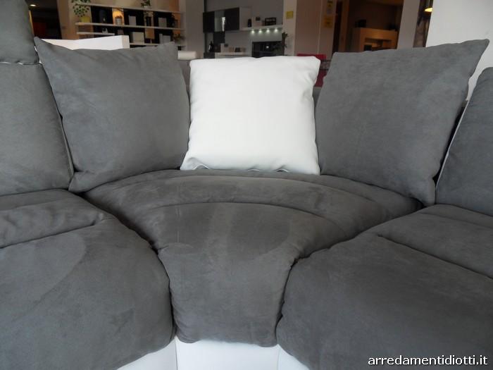 Azione sul divano in pelle bianca bello porno - Scopata sul divano ...