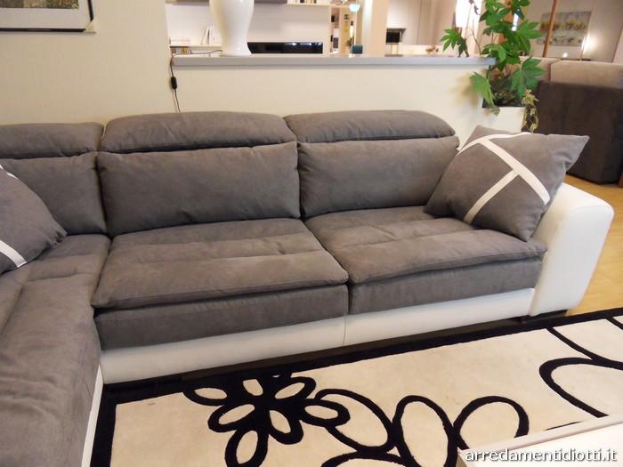 Limousine divano reclinabile bicolore diotti a f arredamenti for Divani e divani pelle