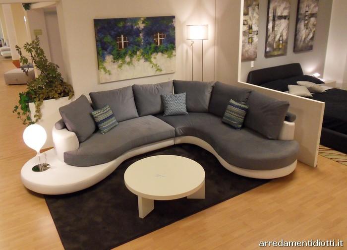 Divani curvi design idee per il design della casa for Divani esterni prezzi