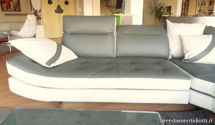 Divano malaga componibile con poggiatesta reclinabile for Semeraro arredamenti