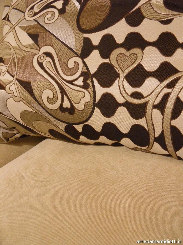 Ecco uno delle possibili combinazioni di diversi tessuti disponibili a campionario per creare abbinamenti personali