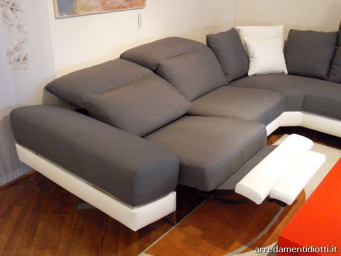Divano componibile con sistema relax modello atelier for Divani e divani relax