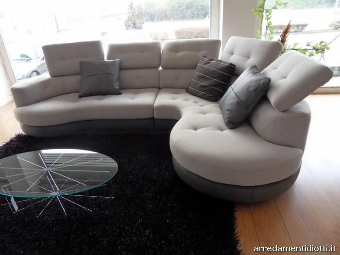 Divani in pelle scontati cheap divano in pelle posti with divani in pelle scontati cool divano - Divano curvo design ...