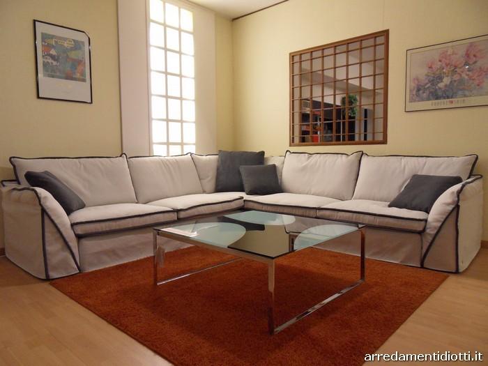 Divano moderno pitagora con cuciture a contrasto diotti a f arredamenti - Tessuto rivestimento divano ...
