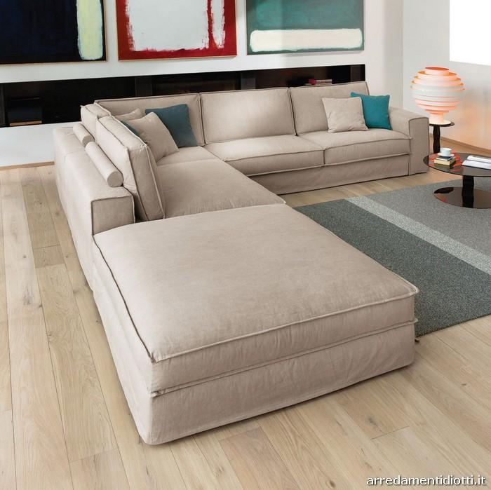 Divani piccoli grande comfort idee per il design della casa for Piccoli divani letto