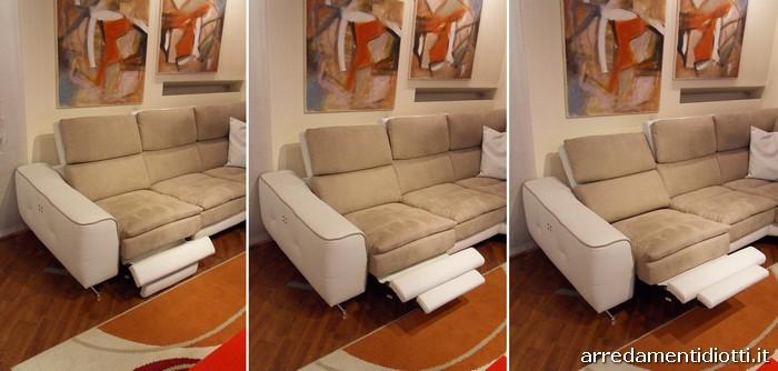 Divano lounge con seduta motorizzata diotti a f arredamenti for Divani con gambe
