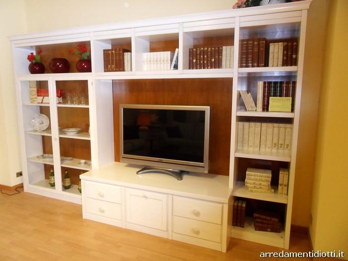 soggiorno classico bianco