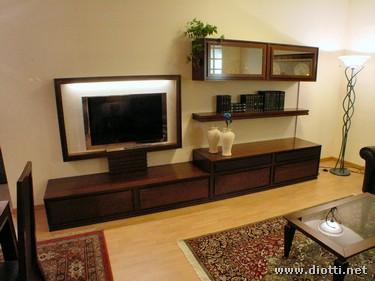 Il mobile classico in noce Ergo è perfetto per integrare televisori ...