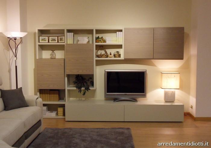 Nel soggiorno il legno diventa un elemento flessibile for Perla arredamenti