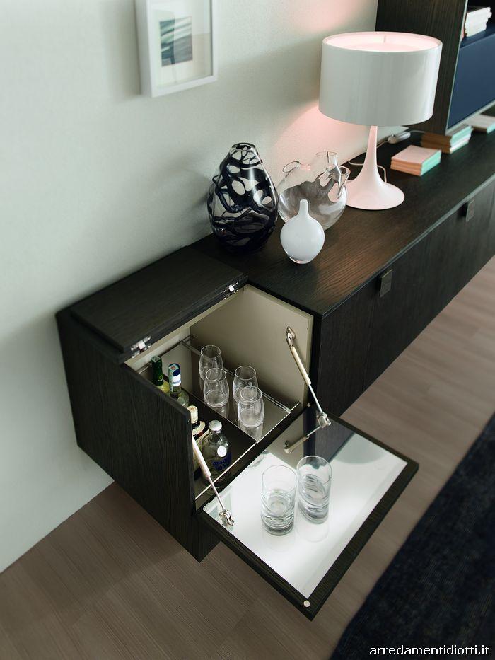 Soggiorno day con contenitore bar diotti a f arredamenti - Mobili bar da casa ...