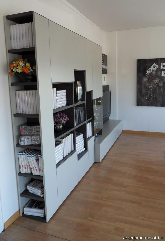 Soggiorno modo con libreria e porta tv diotti a f for Mobile scrivania libreria
