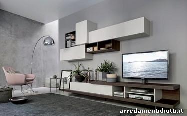Composizione soggiorno caratterizzata dalla base attrezzata porta tv ...