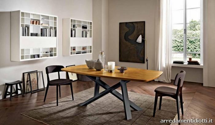 Tavoli in legno massello di qualit impreziositi da for Mobilia arredamenti