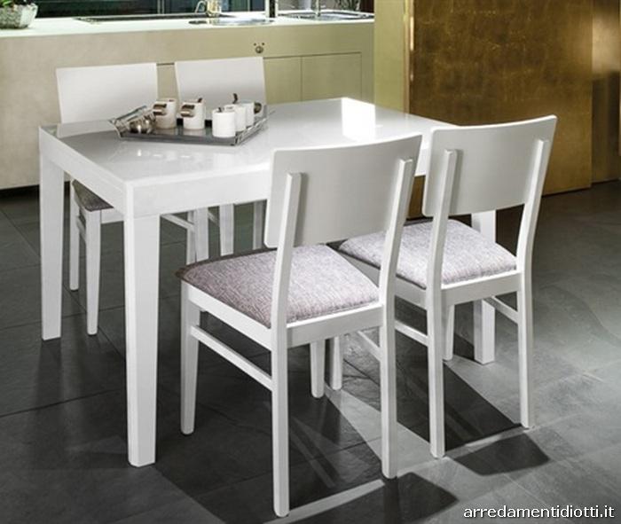 Tavolo allungabile in diverse misure con struttura in for Garnero arredamenti tavoli