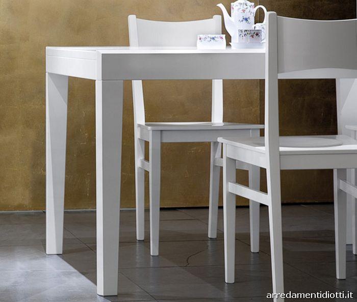 Tavolo allungabile in diverse misure con struttura in for Tavolo bianco con sedie