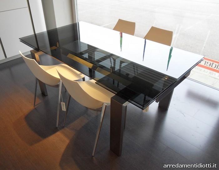Tavolo allungabile in offerta con piano in vetro for Tavolo allungabile vetro trasparente
