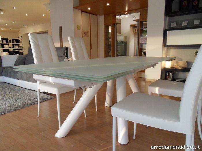 Tavolo ray drive allungabile con gambe incrociate diotti a f arredamenti - Sedie per tavolo cristallo ...