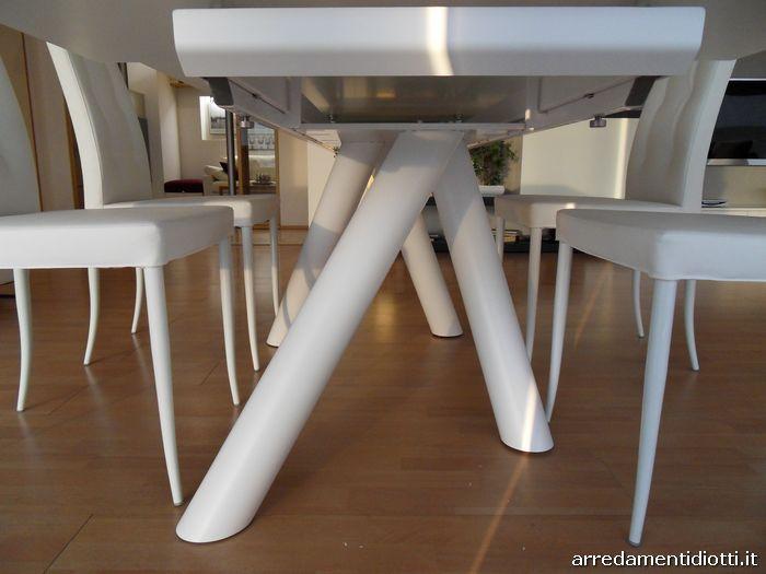 Tavolo Ray Drive allungabile con gambe incrociate - DIOTTI A&F Arredamenti