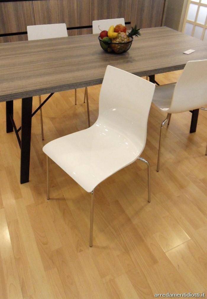 Quattro sedie proposte in prezzo affare caratterizzate da for 4 sedie in offerta