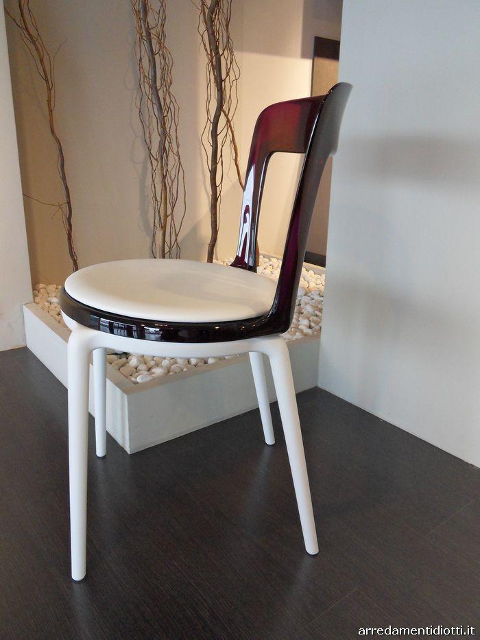 Sedie in offerta caratterizzate da una struttura di colore for Sedie in offerta