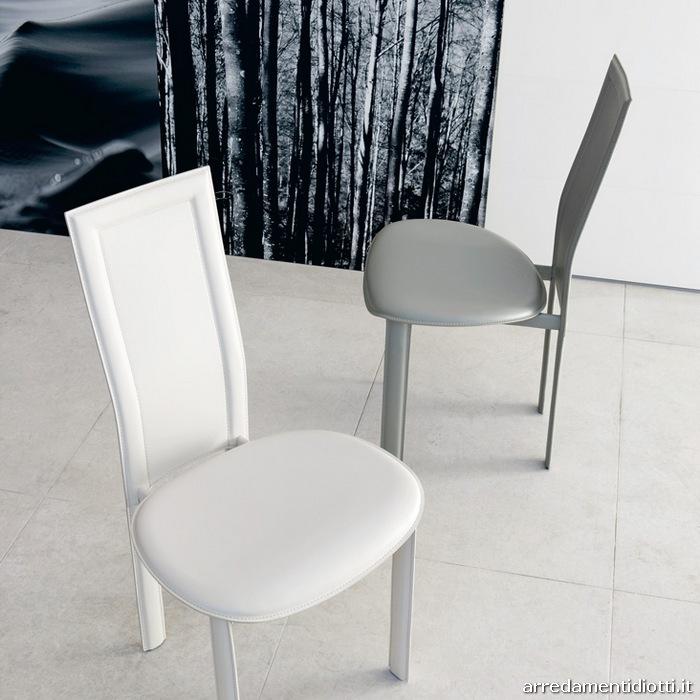 Sedia Seduta Arrotondata Lara Cattelan : Sedia lara in cuoio con schienale alto diotti a f