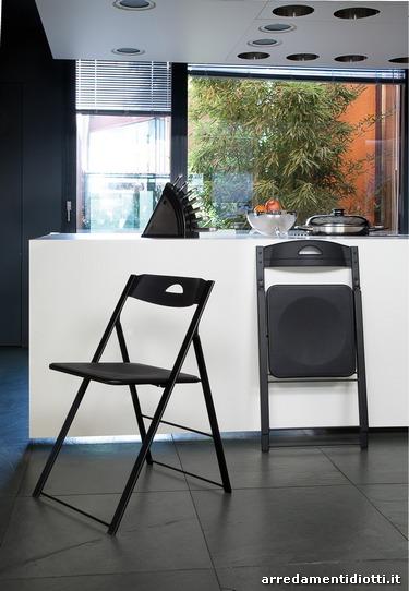 Sedia pieghevole in acciaio verniciato e seduta realizzata - Tavoli e sedie in offerta ...