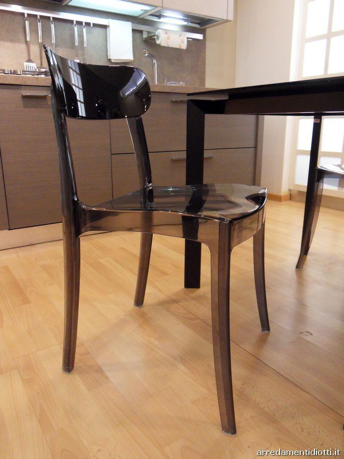 Sedia impilabile in policarbonato bicolore realizzata con for Sedie in policarbonato