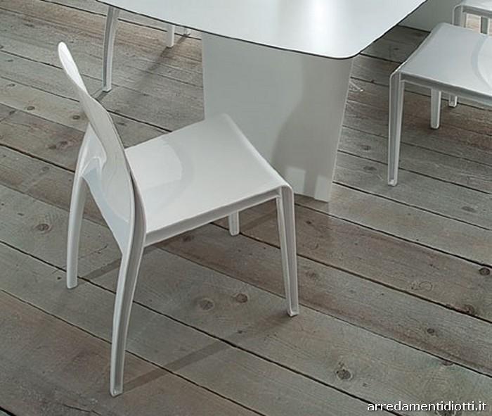 Sedia impilabile realizzata in policarbonato, riciclabile ...